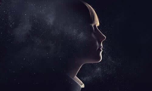 Illustration d'un visage d'une femme dans l'univers.