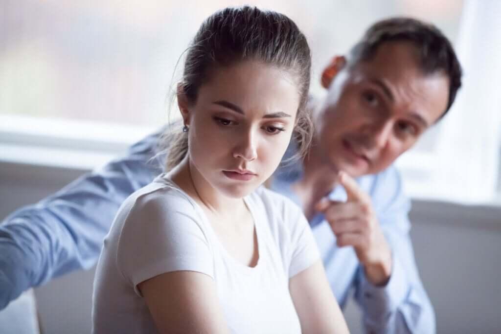 Persuasion coercitive : une forme de manipulation mentale