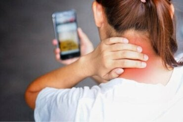 Tech-neck : pourquoi survient-il et comment l'éviter ?