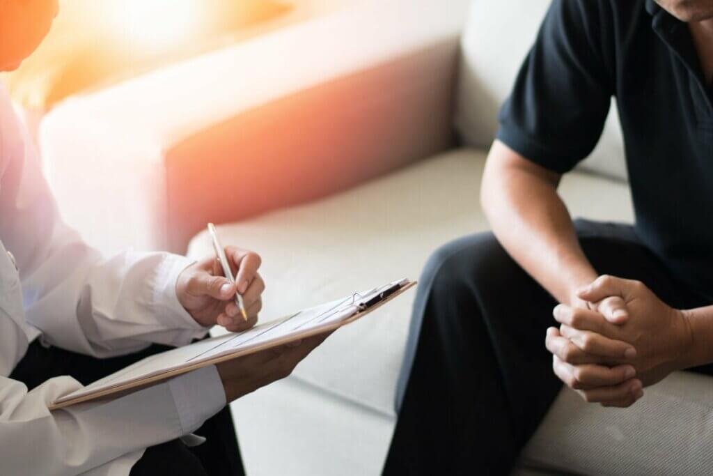 Un psychologue et son patient.