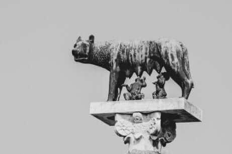 Statue d'une louve romaine.