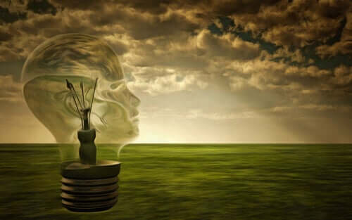 Une ampoule en forme de tête.