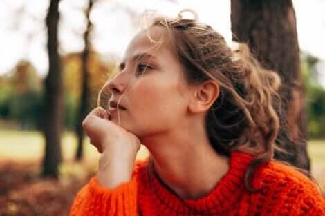 Femme pensive.