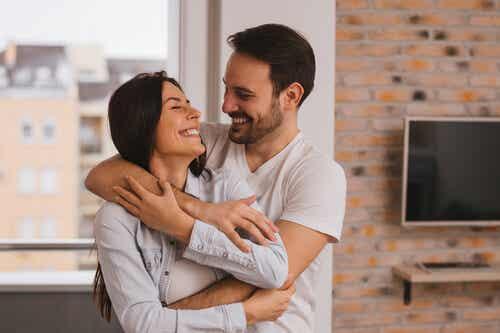 Un couple heureux.