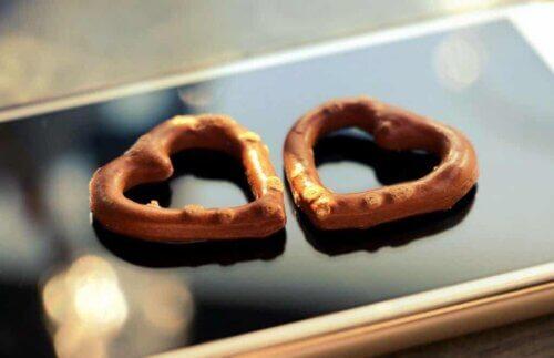 Des gâteaux en forme de cœur.