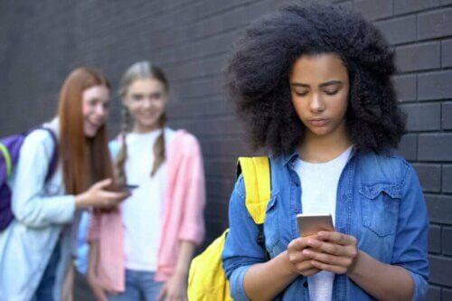 Comment gérer l'utilisation des réseaux sociaux à l'adolescence ?