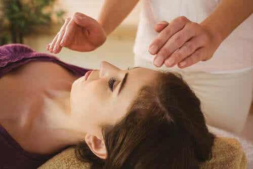 Toucher thérapeutique : jusqu'où vont ses effets ?