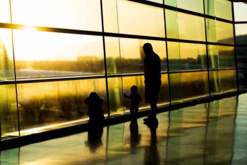 Famille dans un aéroport.