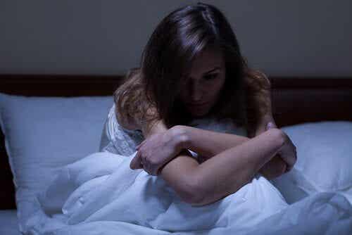 Femme qui fait une insomnie.