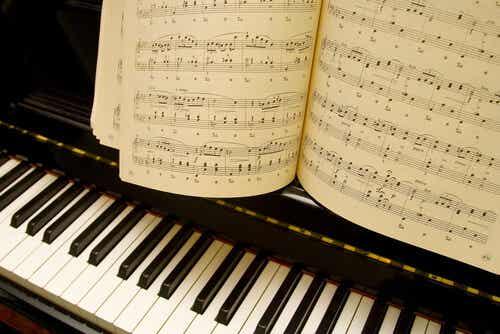 Une partition de piano.