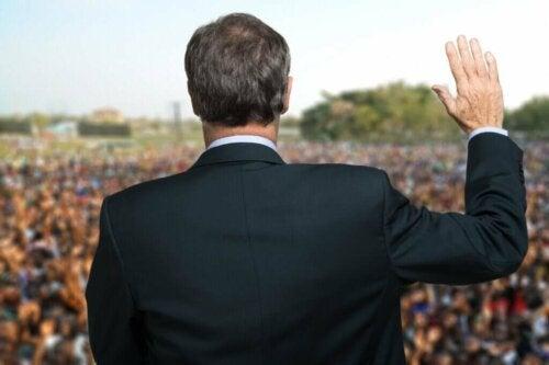 Les crises permettent également de démasquer les faux leaders politiques
