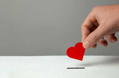 Main avec un cœur.