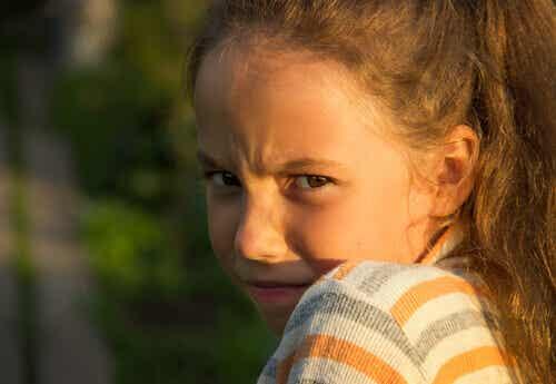 Petite fille en colère.