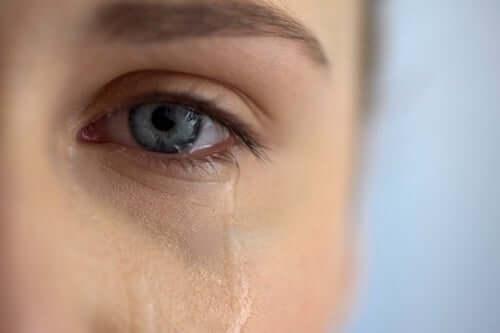 Lorsqu'une personne souffre et a besoin d'aide, tout n'aide pas toujours