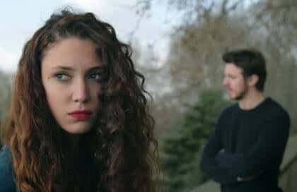 La distance émotionnelle dans un couple sépare plus que tout autre conflit