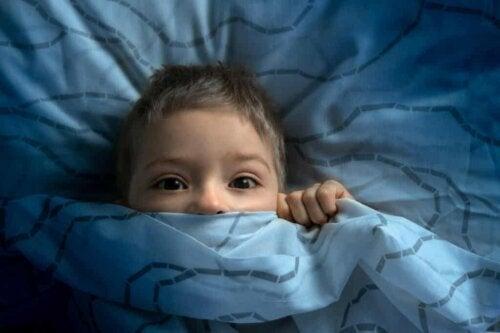 Enfant qui a peur.