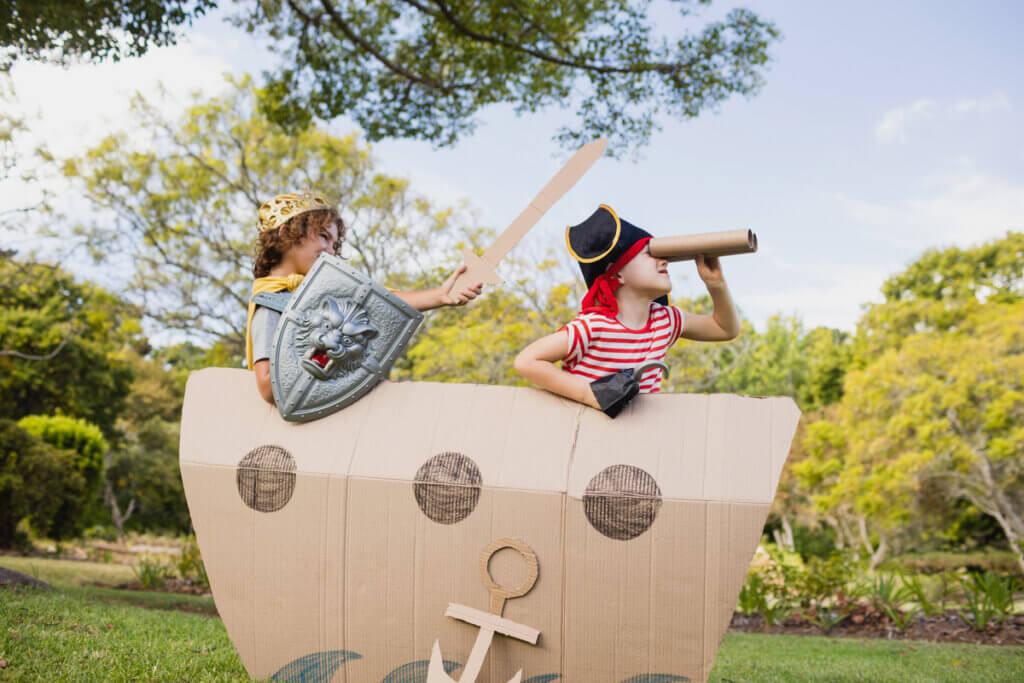 Enfants pirates.