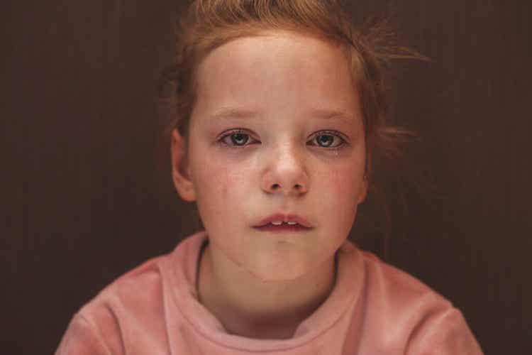 Une fillette qui pleure.