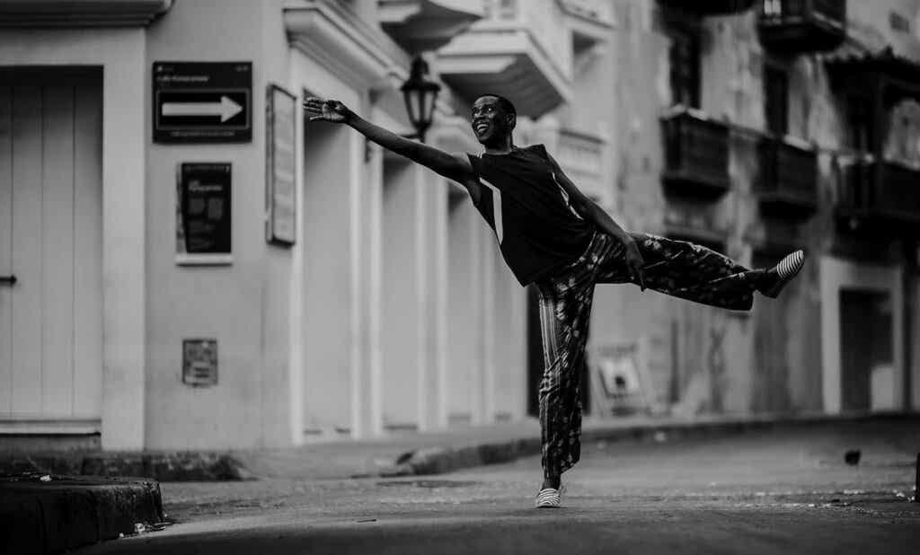 Homme qui danse.