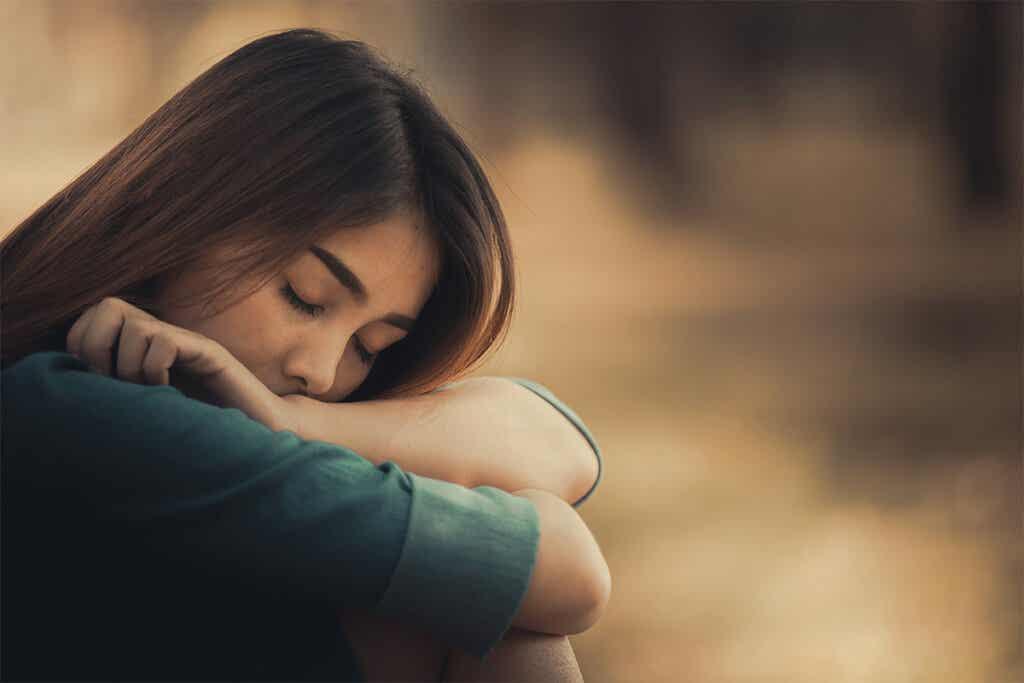 Jeune femme triste.