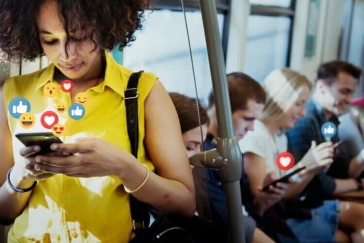 Étions-nous plus heureux sans les réseaux sociaux ?