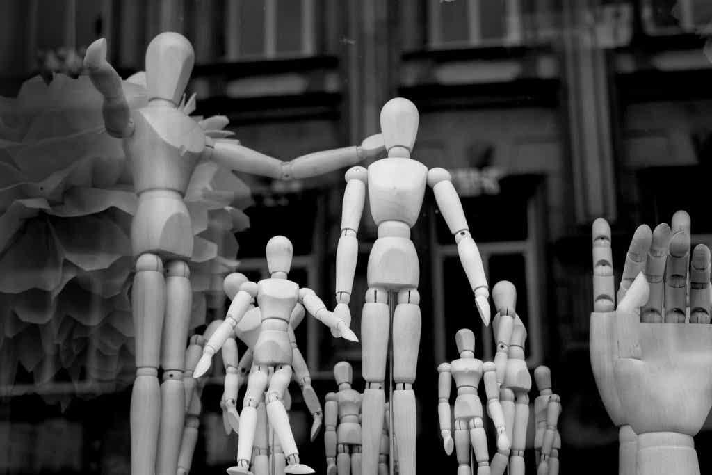 Mannequins en bois.