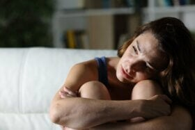 Le syndrome de la caverne : l'isolement comme comportement d'évitement