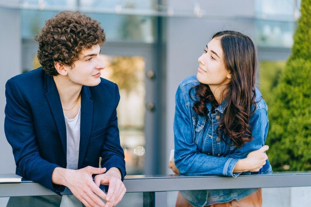 Comment féliciter quelqu'un correctement selon la science