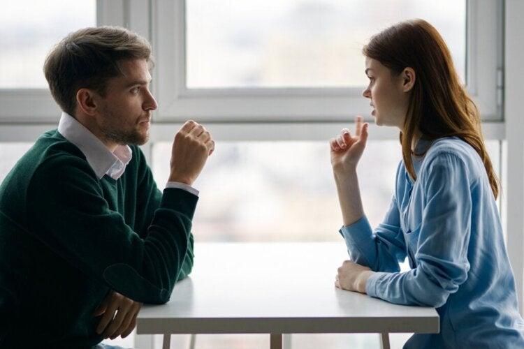 Comment faire changer quelqu'un d'avis, selon la neuroscientifique Tali Sharot